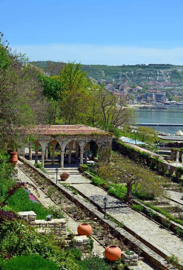 Bagno romano nell'iarda del palazzo di Balchik fotografie stock libere da diritti