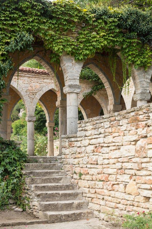 Bagno romano nell'iarda del palazzo di Balchik, Bulgaria fotografie stock