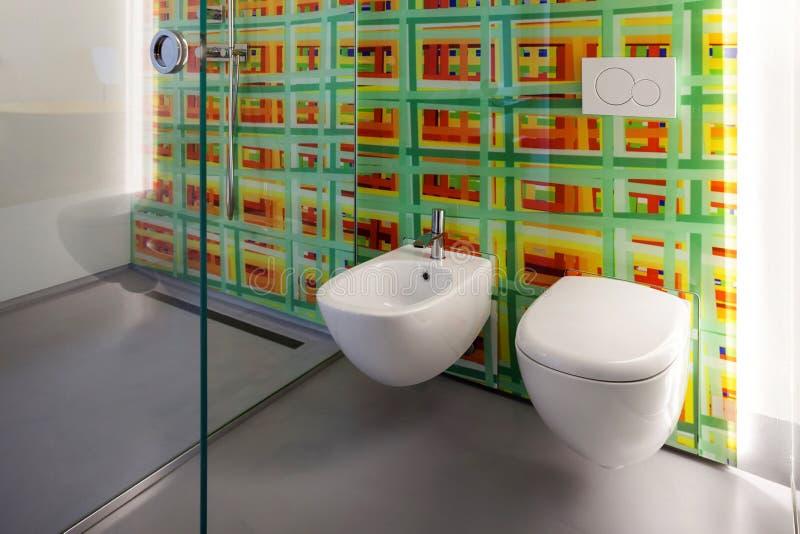 Bagno, toilette e bidet moderni immagine stock libera da diritti
