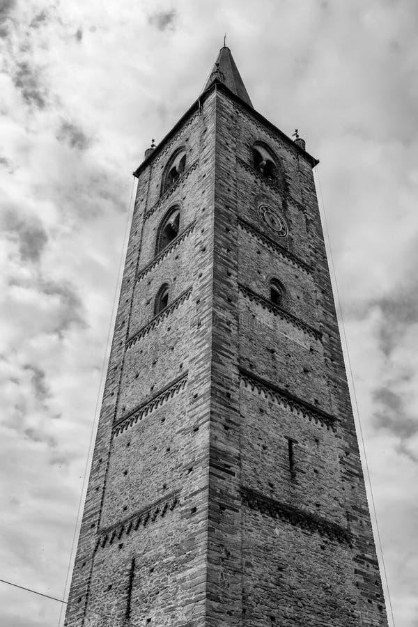 Bagnolo Piemonte, Cuneo, historischer Turm stockfotografie