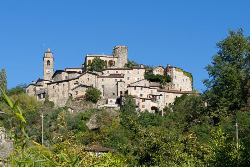 Bagnone stad, Lunigiana område, Massa Carrara, Tuscany, Italien, en typisk forntida medeltida by royaltyfri bild