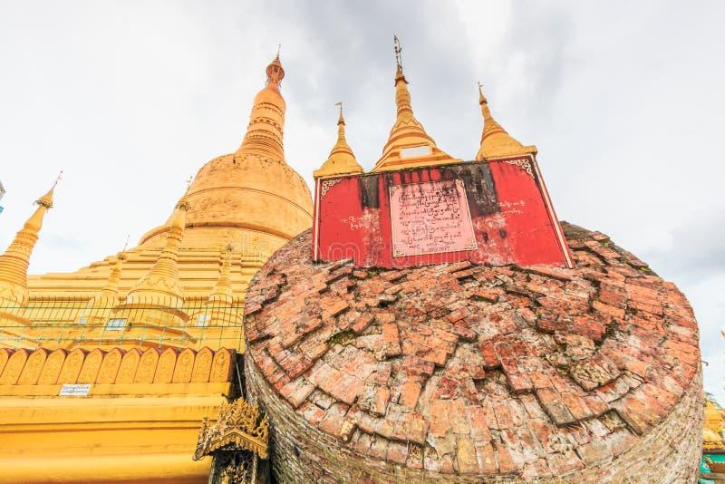 BAGO-MYANMAR-AUGUST 19: Shewemawdaw Paya eller Shwemawdaw pagod i Myanmar royaltyfri bild
