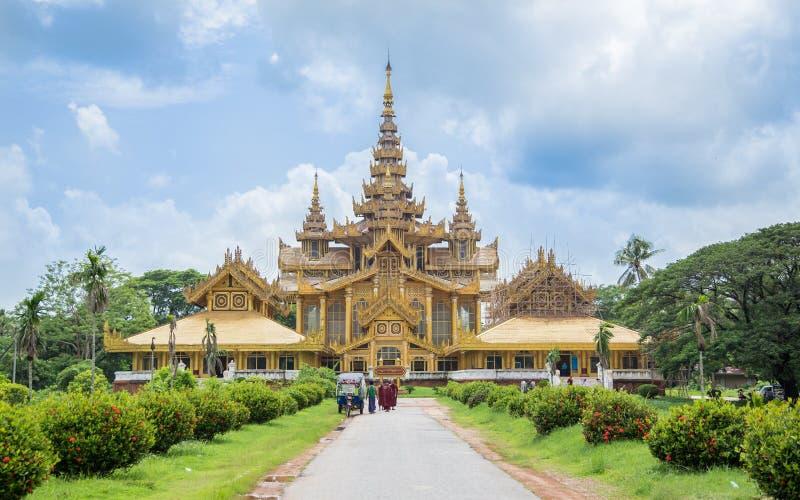 Bago, Myanmar - June 22, 2558:Kambawzathardi Golden Palace Pala stock photography