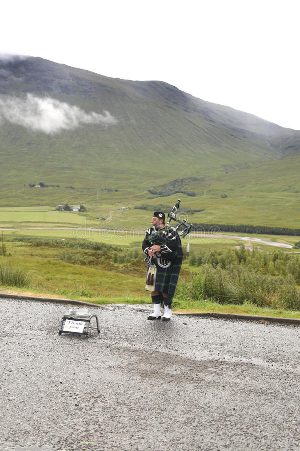 Download Bagpiping Busker Editorial Stock Photo - Image: 22731003