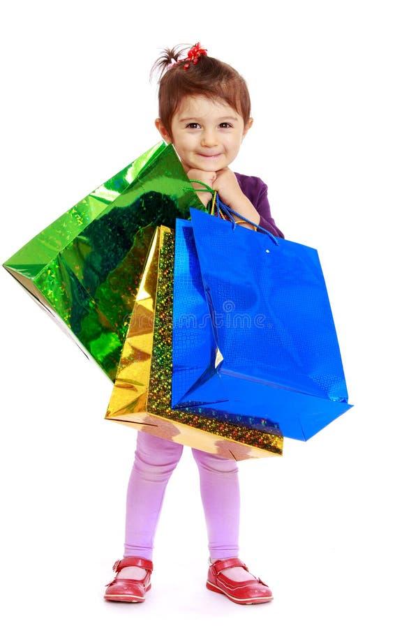 bags den färgrika flickan little shopping royaltyfri bild