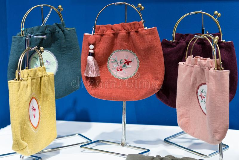 bags färgrik shopping royaltyfria foton