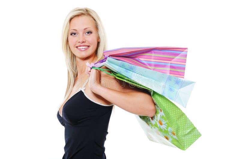 bags för blond den le kvinnan holdingshopping för skönhet royaltyfria foton