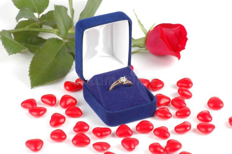 Bague de fiançailles dans un cadre images libres de droits