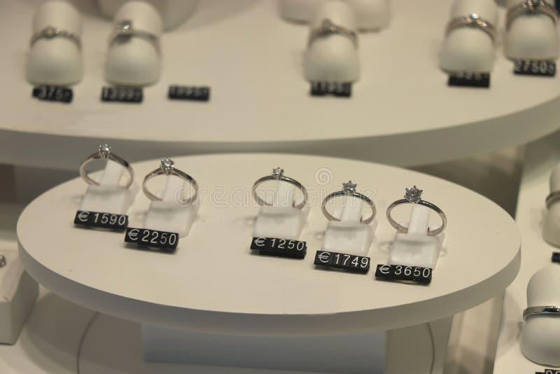 Bagues de fian?ailles de diamant image stock