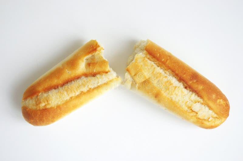 Baguette branco fresco quebrado foto de stock