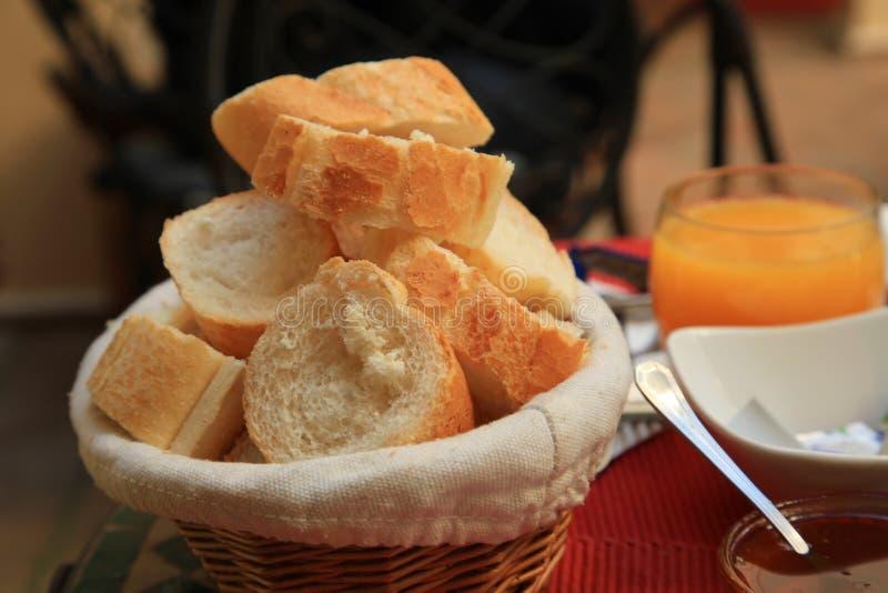Baguette del desayuno del hotel imagenes de archivo