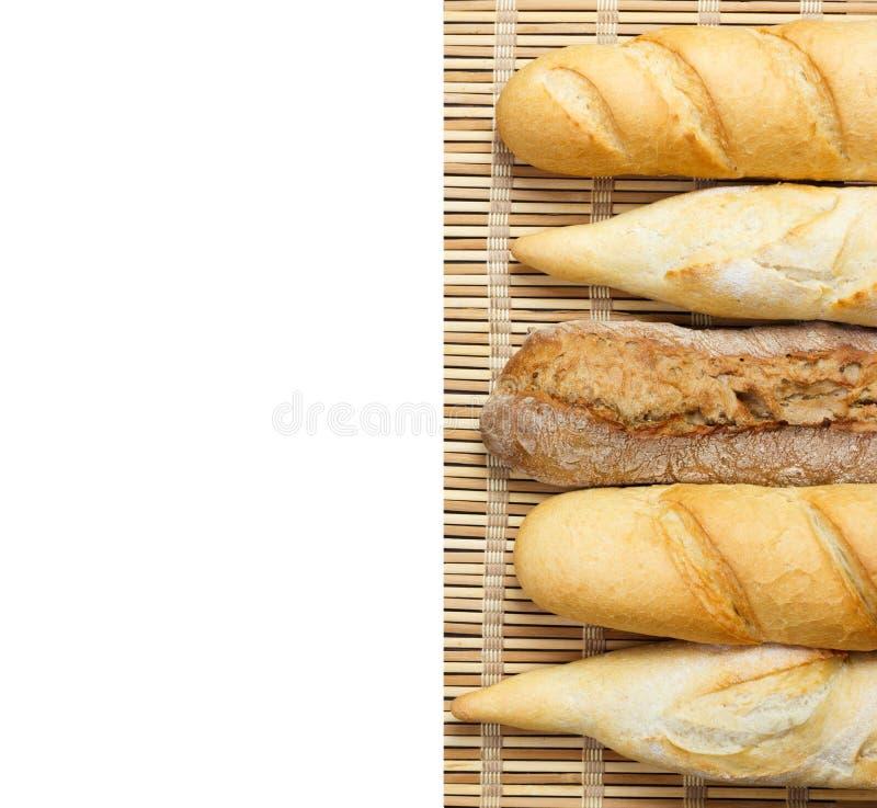 Baguette di pane integrale su un fondo bianco fotografia stock