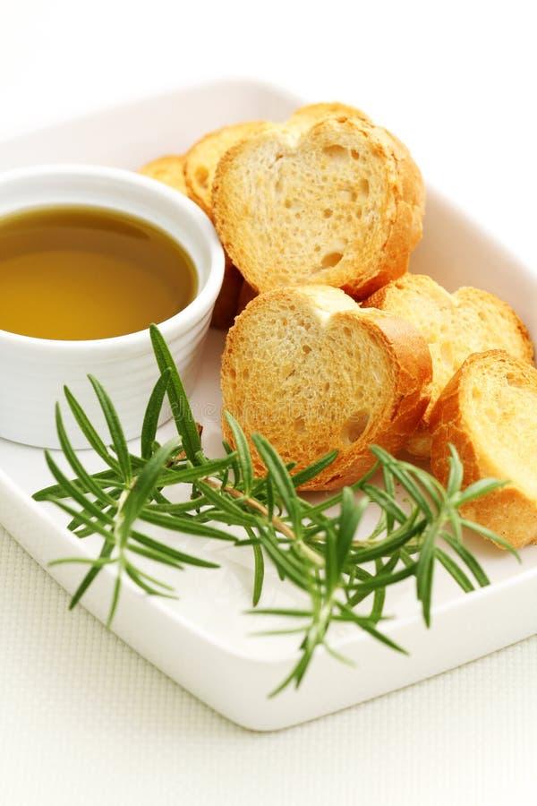 Baguette e petróleo verde-oliva imagem de stock
