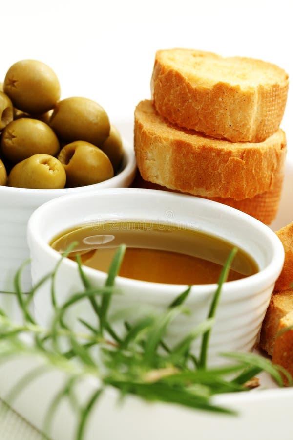 Baguette e petróleo verde-oliva foto de stock royalty free