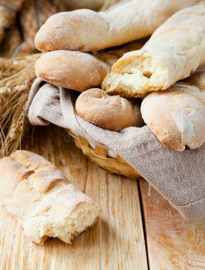 Baguette savoureuse faite maison de pain photo stock