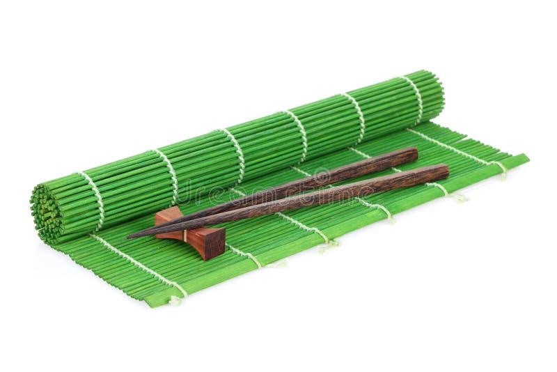 Baguettes au-dessus du tapis en bambou photos libres de droits