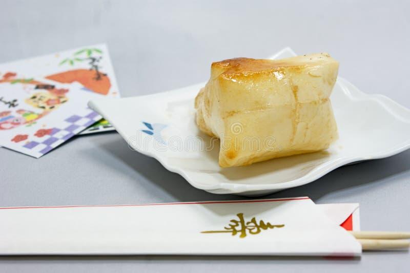 baguettes cuites au four de gâteau et de célébration de riz pour manger la nouvelle année japonaise image libre de droits
