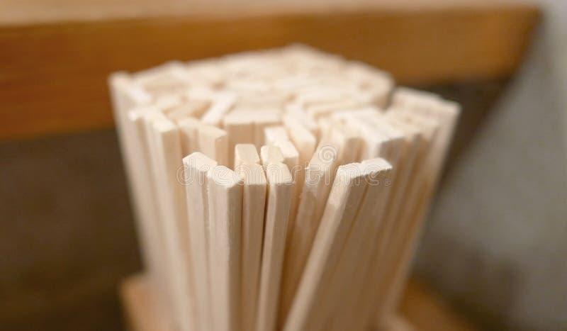 Baguettes jetables de restaurant japonais photographie stock