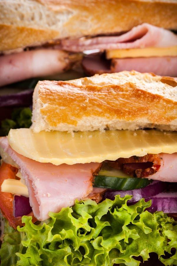 Bagutte avec du jambon et le fromage image stock