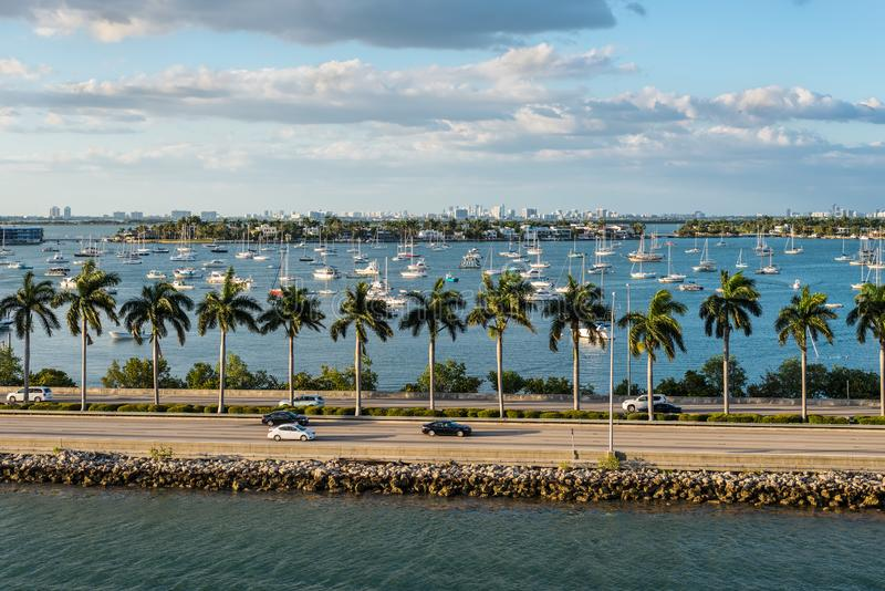 Bahía de Biscayne y scenics de la Florida del terraplén de Macarthur, los Estados Unidos de América foto de archivo libre de regalías