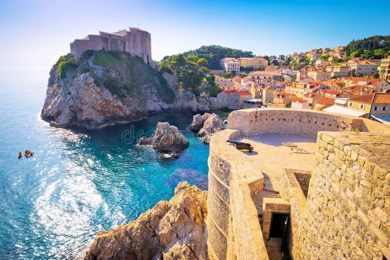 Bahía de Dubrovnik y opinión histórica de las paredes imagen de archivo libre de regalías