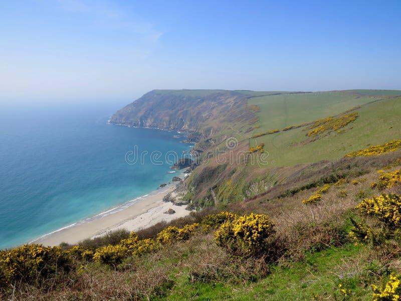 Bahía de Lantic, playa y tierra, Cornwall foto de archivo