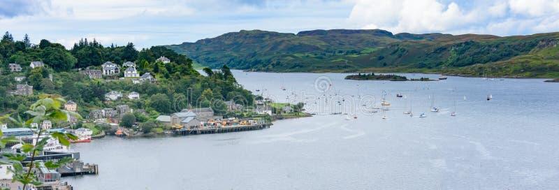 Bahía de Oban de la torre del ` s de McCaig en Oban, Escocia foto de archivo libre de regalías