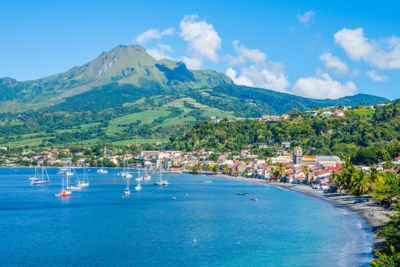 Bahía de Pierre Caribbean del santo en Martinica al lado del volcán de Pelée del soporte foto de archivo libre de regalías
