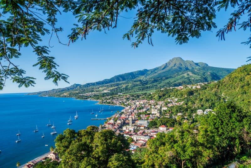 Bahía de Pierre Caribbean del santo en Martinica al lado del volcán de Pelée del soporte fotografía de archivo libre de regalías