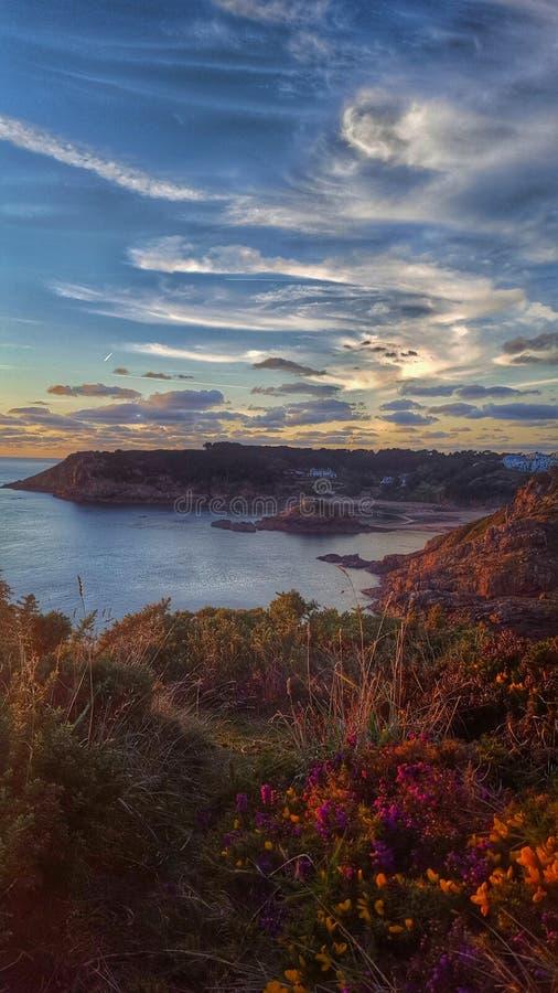 Bahía de Plemont en la puesta del sol imágenes de archivo libres de regalías