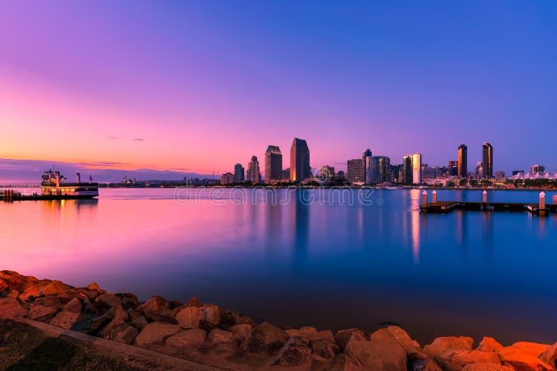 Bahía de San Diego en la puesta del sol fotografía de archivo libre de regalías