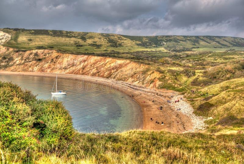 Bahía de Worbarrow al este de la ensenada de Lulworth en la costa Inglaterra Reino Unido de Dorset en HDR colorido imagen de archivo libre de regalías