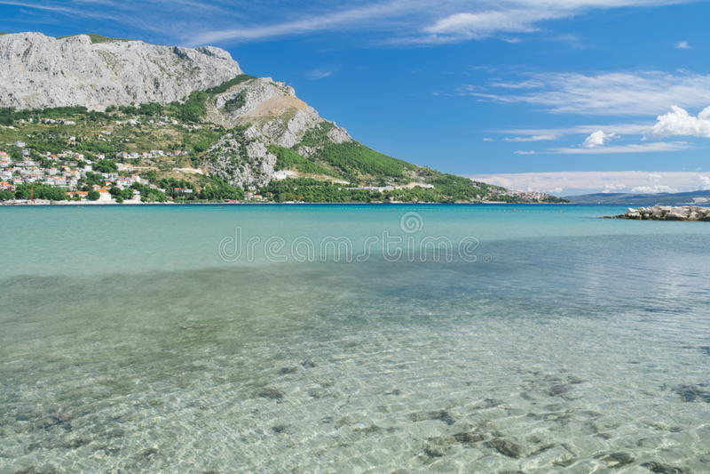 Bahía del mar de Omis, Croacia fotos de archivo libres de regalías