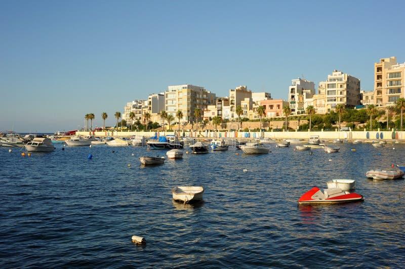 Bahía del St. Pauls, Malta. Puerto de Bugibba imagenes de archivo