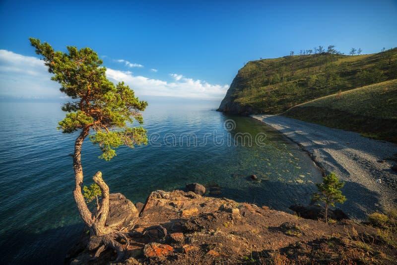 Bahía en el lago Baikal, Rusia foto de archivo libre de regalías