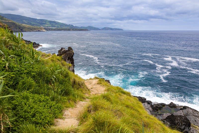 Bahía en la ciudad de Maia en el sao Miguel Island, archipiélago de Azores imagen de archivo libre de regalías