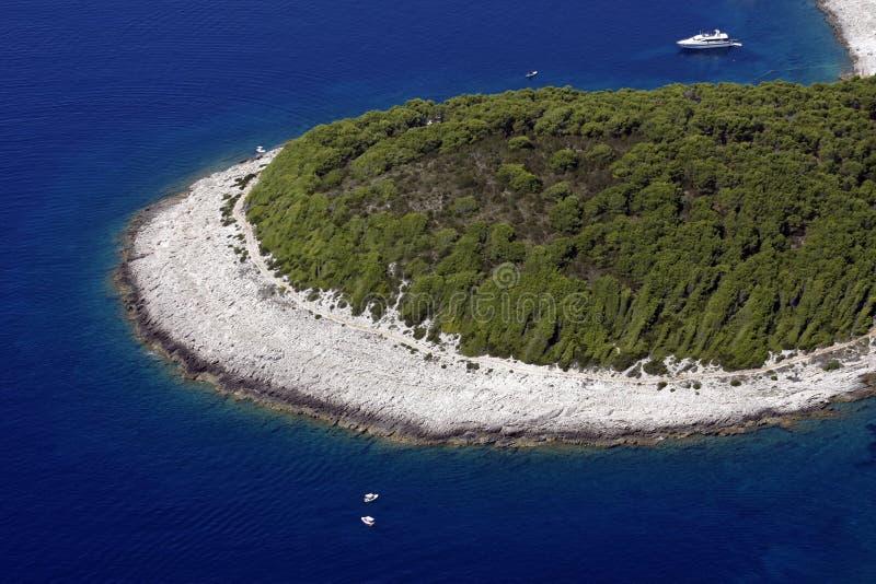 Bahía en la isla Hvar imagen de archivo