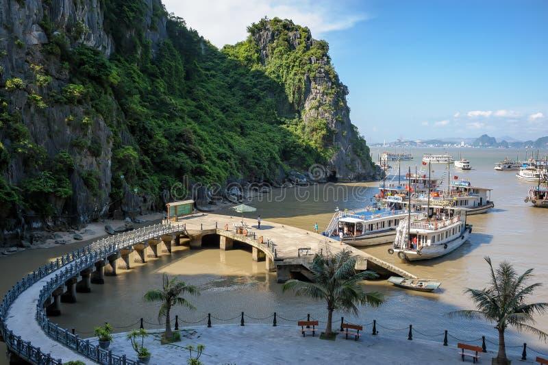 Bahía larga de la ha en Vietnam imagen de archivo