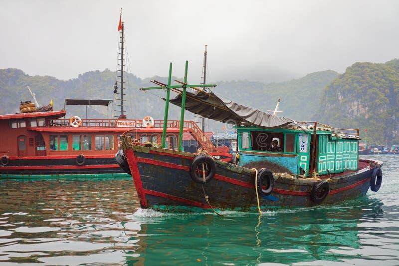 Bahía larga Vietnam Asia de la ha de los barcos imagen de archivo libre de regalías