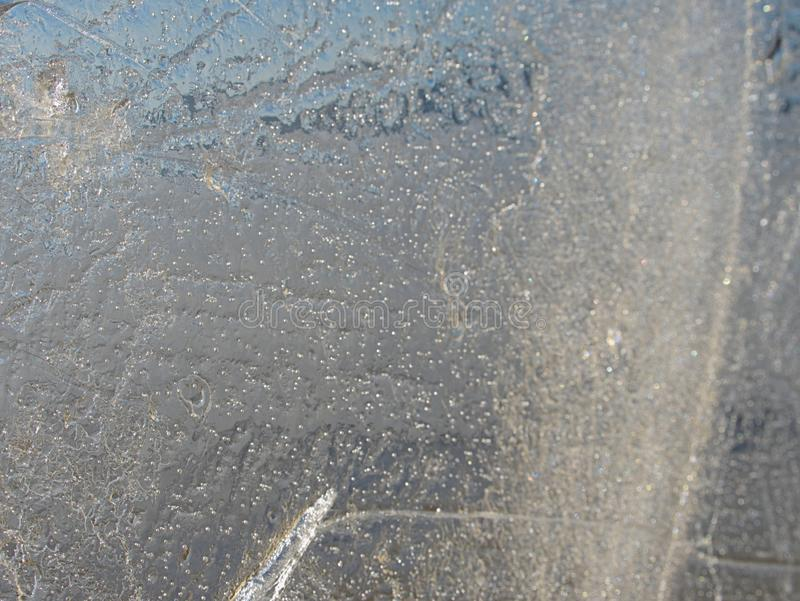 Bah?a grande quebrada de las masas de hielo flotante de hielo n contra el Sun en una primavera soleada imagen de archivo