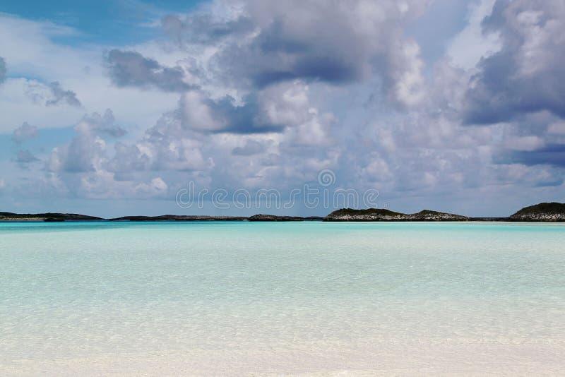 bah Turkosvatten av Atlantic Ocean och blå himmel _ royaltyfri foto