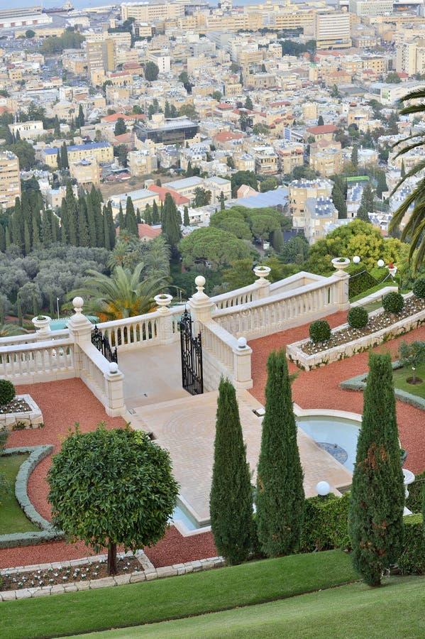 Bahai trädgårdar och tempel på lutningarna av Carmel Mountain royaltyfri fotografi