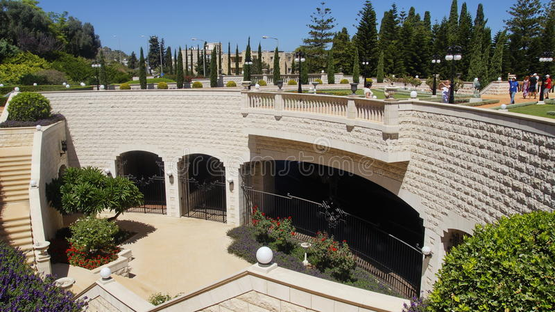 bahaien arbeta i trädgården haifa arkivfoton