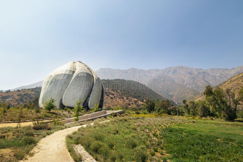 Bahaihuis van Vereringstempel en de Bergen van de Andes - Santiago, Chili stock foto's