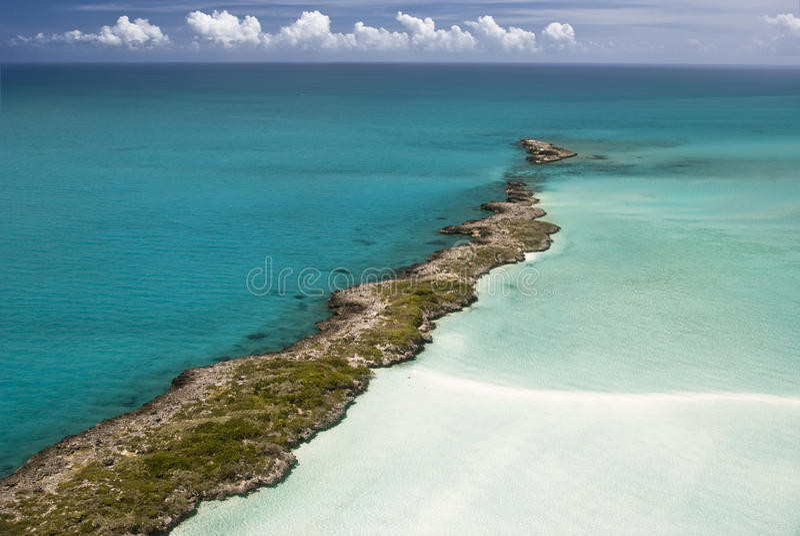 Bahamas vom Himmel, Insel-Paradies 2 lizenzfreie stockfotografie
