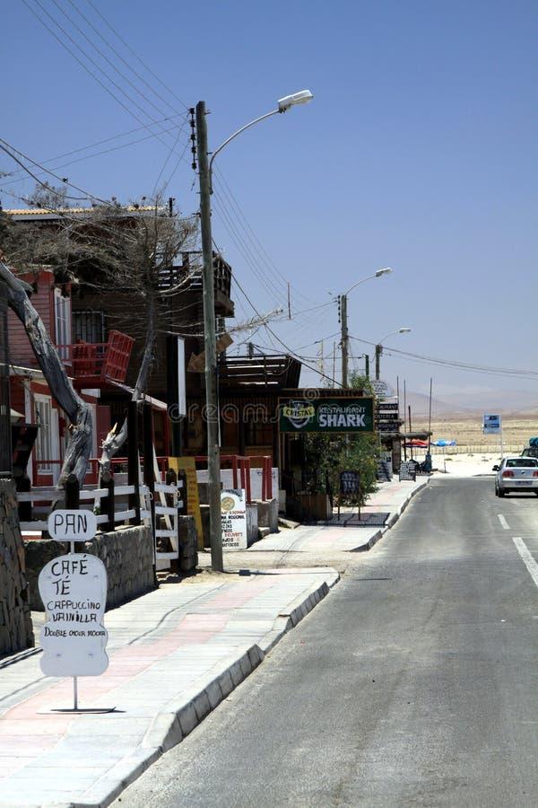 BAHIA INGLESA, CHILI - DECEMBER 26 2011: Klein dorp bij vreedzame kust van Atacama-woestijn stock foto