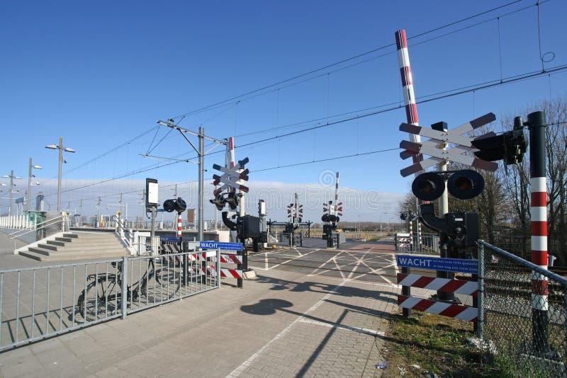 Bahnüberfahrt lizenzfreie stockfotos