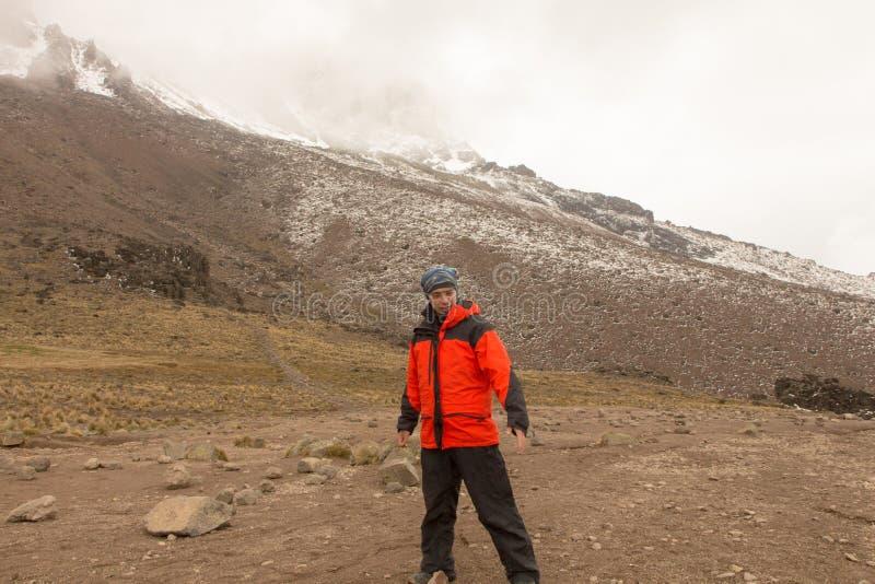 Bahn auf Kilimanjaro auf dem Machame-Weg-Whisky 3-tägig stockbild