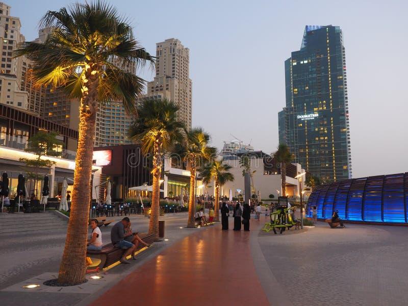 Bahn an Dubai-Jachthafen stockbilder