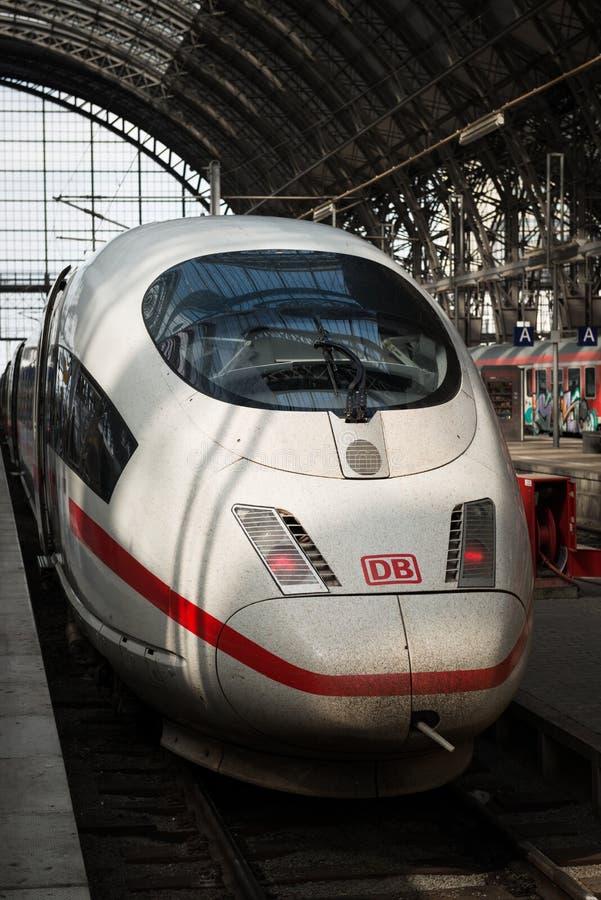 Bahnhof Frankfurts zentraler EIS Zug lizenzfreie stockfotografie